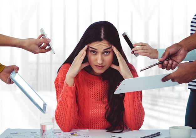Estrés llamada blanco colegas de teléfonos móviles Foto gratis