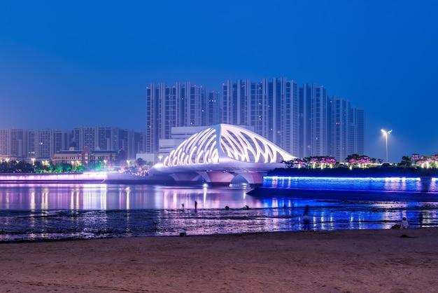 Estructura del puente de la arquitectura urbana moderna Foto Premium