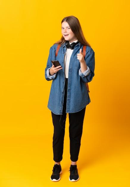 Estudiante adolescente chica señala con el dedo Foto Premium