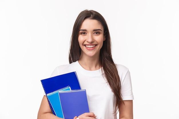 Estudiante con libros y papelería Foto gratis