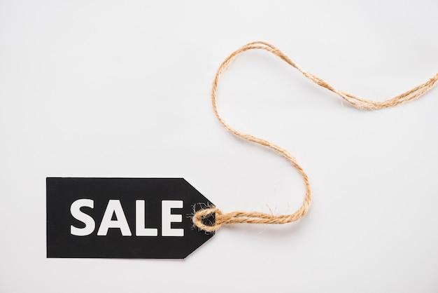Etiqueta negra con inscripción de venta. Foto gratis