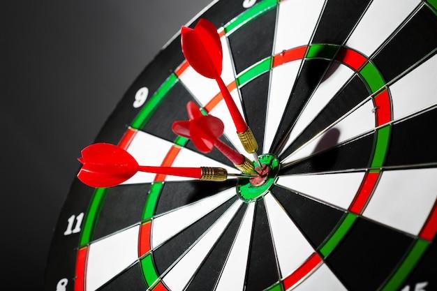 El éxito al golpear objetivo, objetivo objetivo objetivo concepto Foto Premium