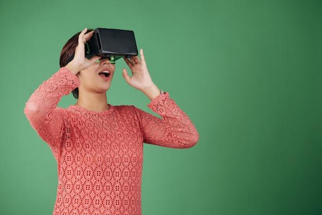 Experimentando la realidad virtual Foto gratis