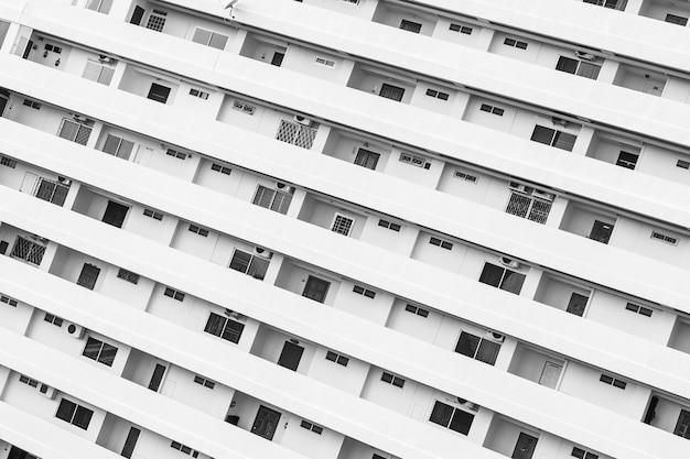 Exterior del edificio con ventana balcón patrón. Foto gratis