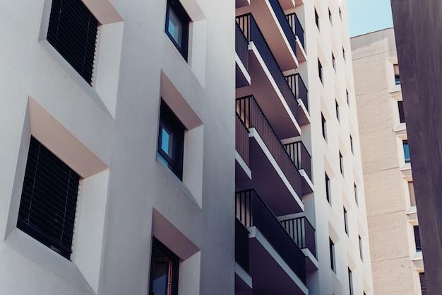 Fachada de un edificio residencial. Foto gratis