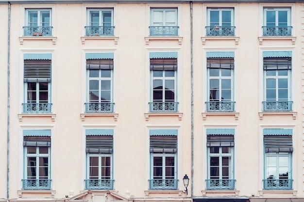 Fachada de edificio vintage wal Foto gratis