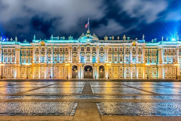 Fachada del palacio de invierno, museo del hermitage, san ...