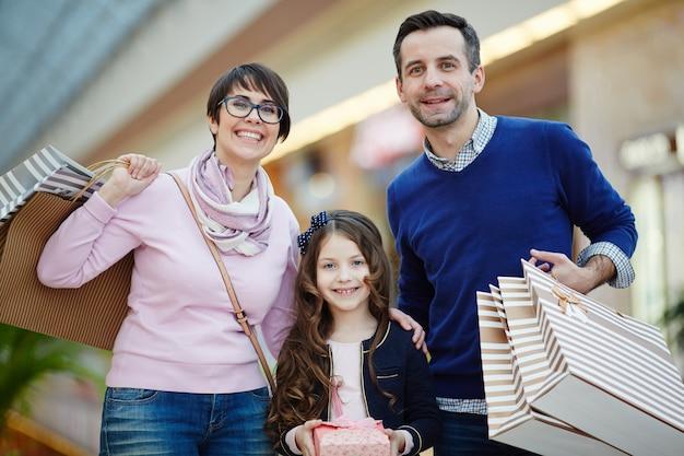 Familia de compradores Foto gratis