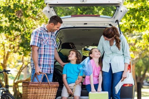 Resultado de imagen para familia feliz de viaje