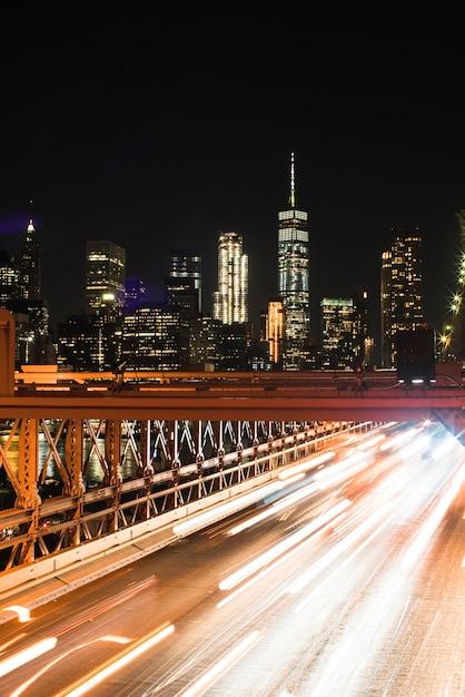 Fantástica vista de la ciudad nocturna. Foto gratis