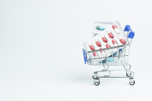 Farmacia vitamina medicina cápsula carrito compras salud Foto Premium