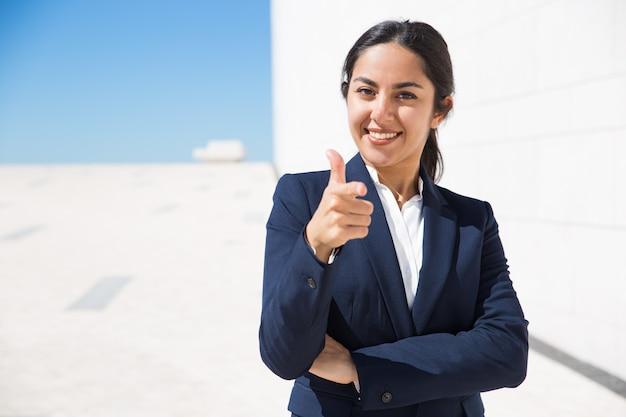 Feliz ambicioso gerente de recursos humanos que te elija Foto gratis