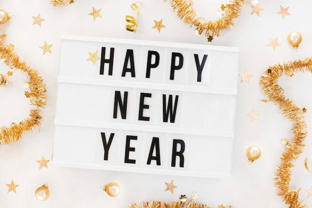 Feliz año nuevo cartel con decoración Foto gratis
