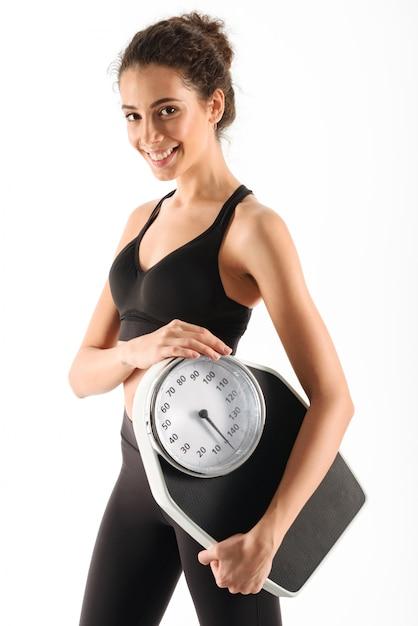 Feliz mujer morena fitness rizada Foto gratis