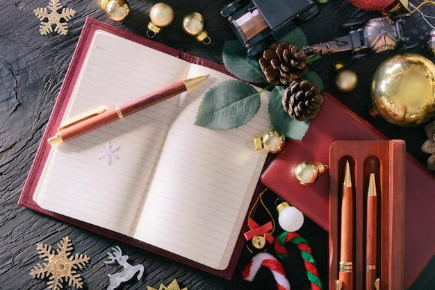 Feliz Navidad Y Feliz Año Nuevo Concepto Con Madera De Pluma