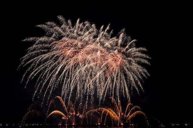 Festival de fuegos artificiales en tailandia Foto gratis