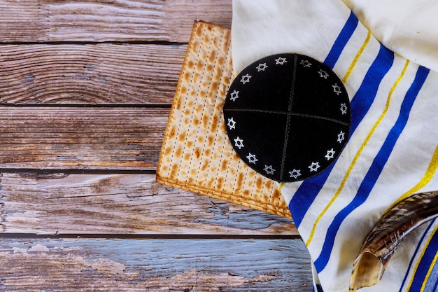 Fiesta matzoth celebración matzoh pascua judía pan torah Foto Premium