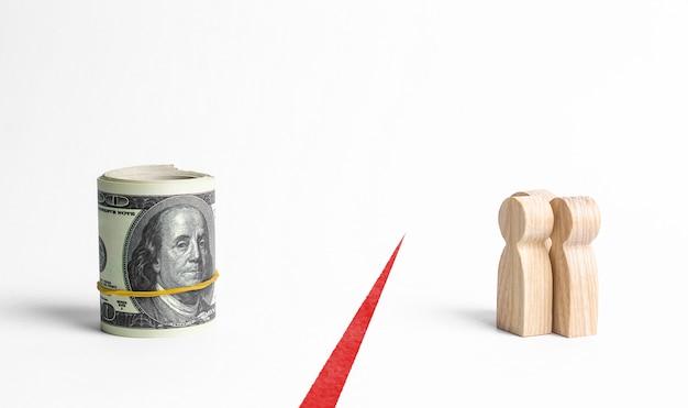 Las figuras de personas y un paquete de dinero están separados por una línea roja. inaccesibilidad de fondos Foto Premium