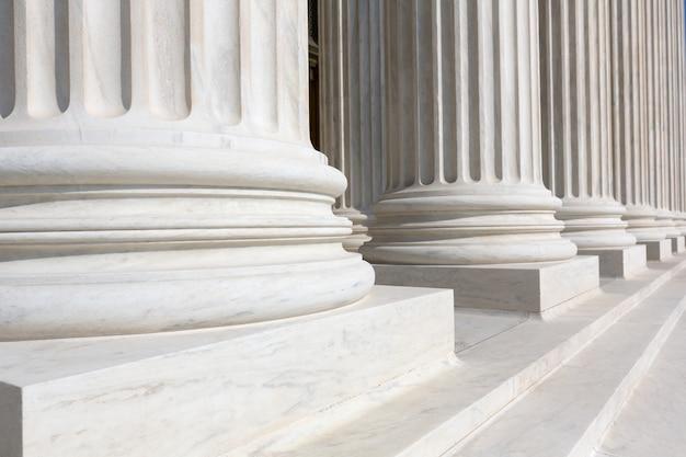 Fila de columnas de la corte suprema de estados unidos Foto Premium