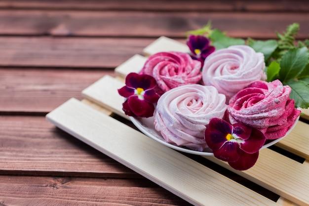 Flores de malvavisco caseras Foto Premium