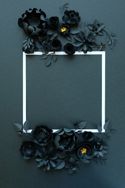 Flores de papel negro sobre fondo negro Foto Premium