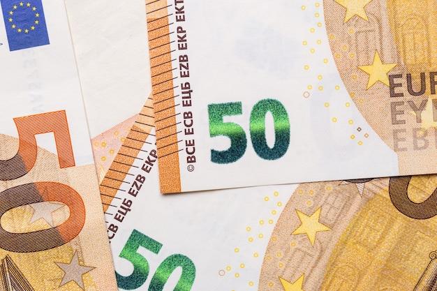 Fondo aislado del primer euro del dinero. Foto Premium