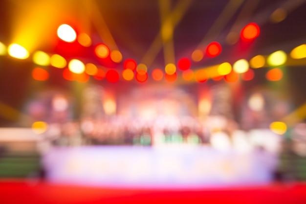 Fondo borroso del concierto del evento o ceremonia de entrega de premios con iluminación en la sala de conferencias Foto Premium