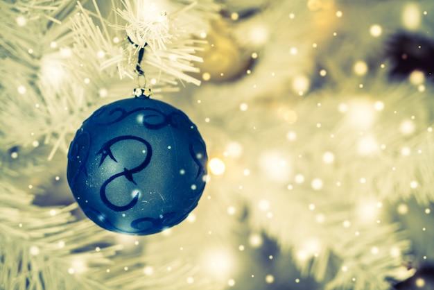 Fondo brillante con una bola de navidad azul descargar - Bola de navidad con foto ...