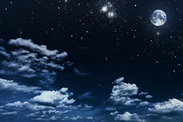 Fondo cielo nocturno con estrellas y luna. Foto Premium