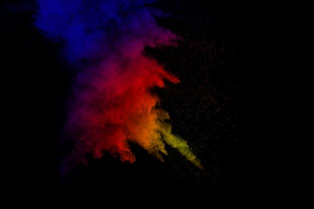 Fondo colorido de polvo de tiza. partículas de polvo de color salpicado sobre fondo blanco. Foto Premium