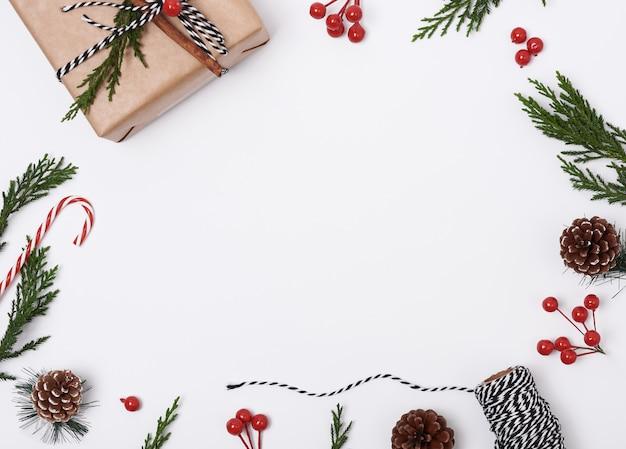 Fondo de composición navideña con decoraciones Foto Premium
