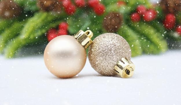 Fondo desenfocado de navidad con bolas descargar fotos - Bola de navidad con foto ...