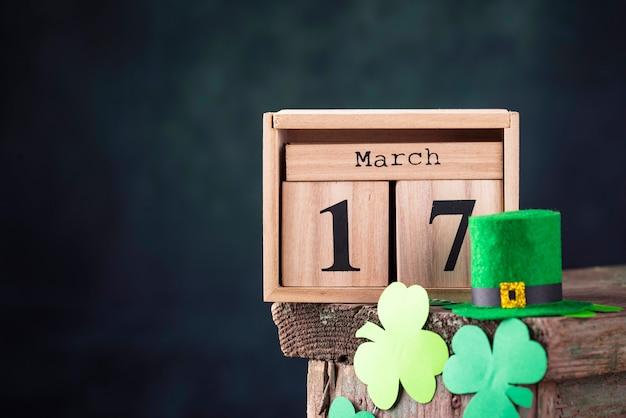 Fondo del día de san patricio con calendario Foto Premium