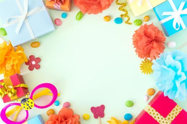 Fondo fiesta de cumpleaños con decoración festiva. Foto Premium