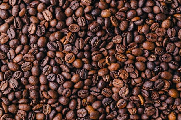 Fondo de granos de café tostados de color marrón fresco - perfecto para un fondo de pantalla fresco Foto gratis