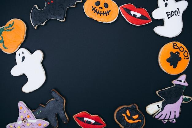 Fondo de halloween decorado con galletas de jengibre caseras Foto gratis
