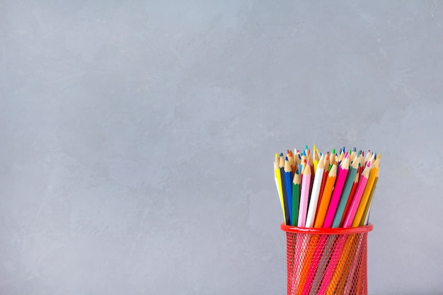 Fondo de lápices de colores gris Foto Premium