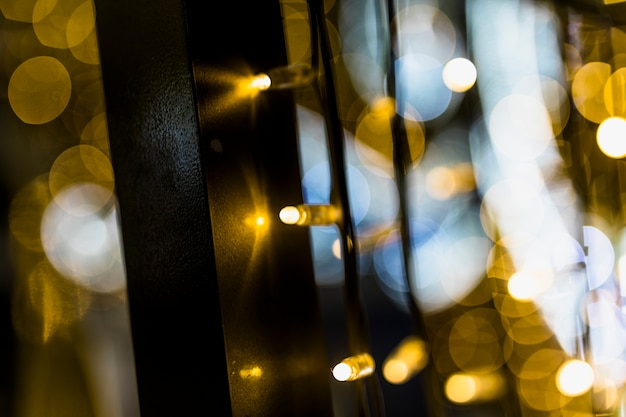Fondo de luces de navidad doradas brillantes borrosas Foto gratis