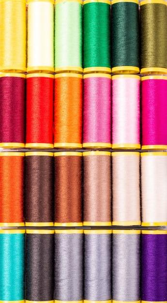08c6d68af Fondo para manualidades y diy concepto multicolor rollo de hilos de coser |  Descargar Fotos premium