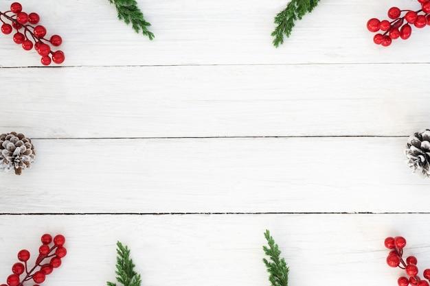 Fondo de navidad. marco de navidad de hojas de abeto, conos de pino ...