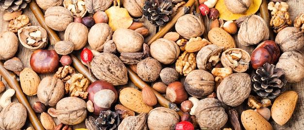 Fondo de nueces mixtas Foto Premium