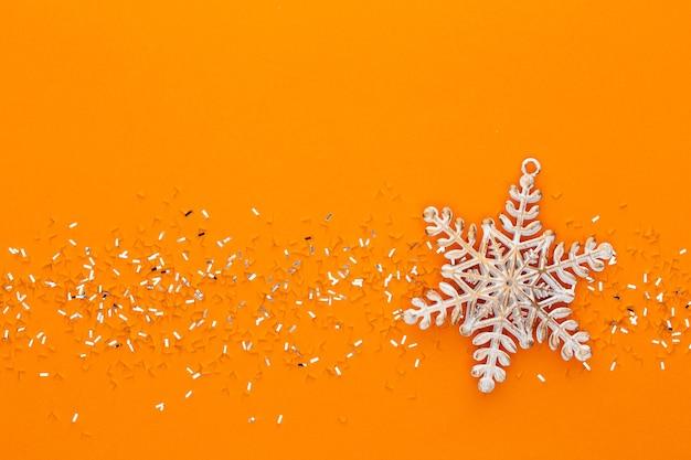 Fondo pastel festivo. estrellas de navidad y brillo brillante sobre fondo pastel. navidad. boda. cumpleaños. día de san valentín. endecha plana. Foto Premium
