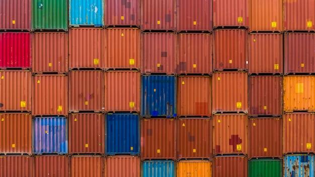 Fondo de la pila del envase, pila de envase, negocio logístico de las importaciones / exportaciones. Foto Premium