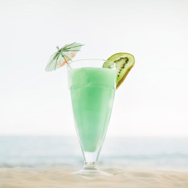 alta calidad despeje elegante en estilo Fondo de playa con cóctel verde | Descargar Fotos gratis