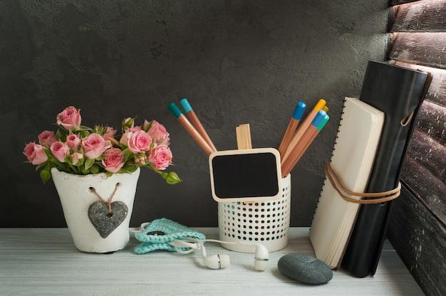 Fondo de regreso a la escuela con cuadernos Foto Premium