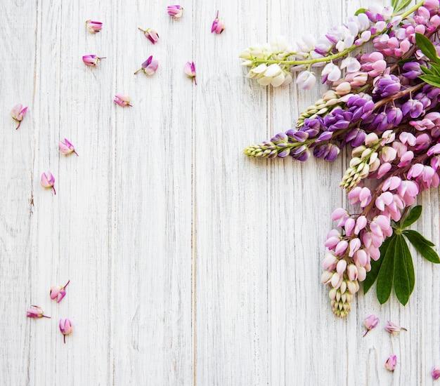 Fondo de vista superior de flores de lupino rosa Foto Premium