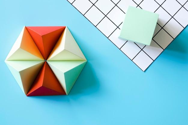 Forma de papel origami triángulo Foto gratis