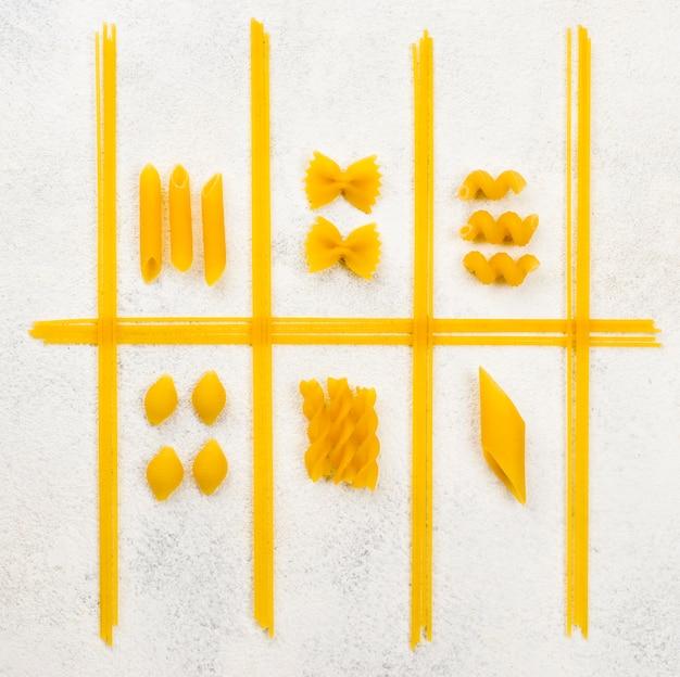 Forma de pasta italiana en el escritorio Foto gratis