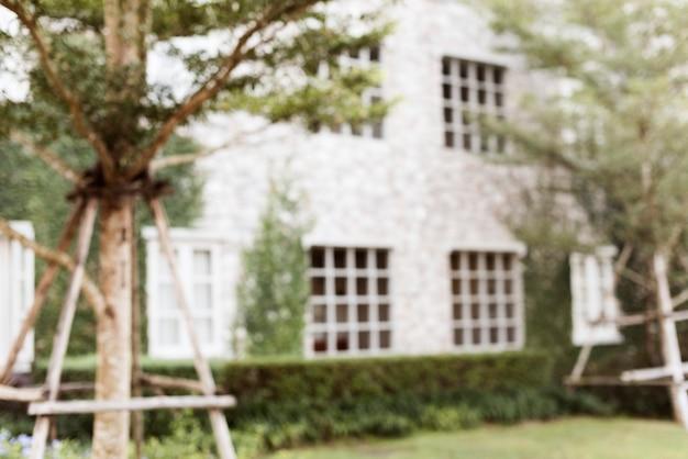Foto borrosa de un patio trasero de una casa suburbana Foto gratis
