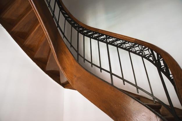Foto de la caja de escaleras vintage, de algún hotel o residencia de lujo Foto Premium
